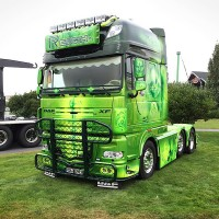 G62-5,Top-bar,A61-1,Highway,DAF XF-Super-space-cab,lackerad,lacquered,presentation,Alahärmä,blac,svart,green,grön